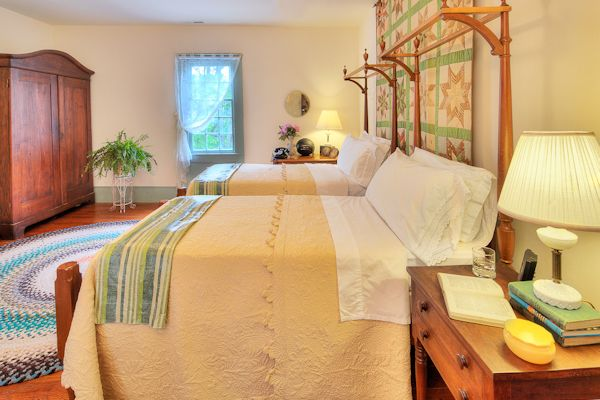 Twin Beds in the other Guest Room of the Family Suite
